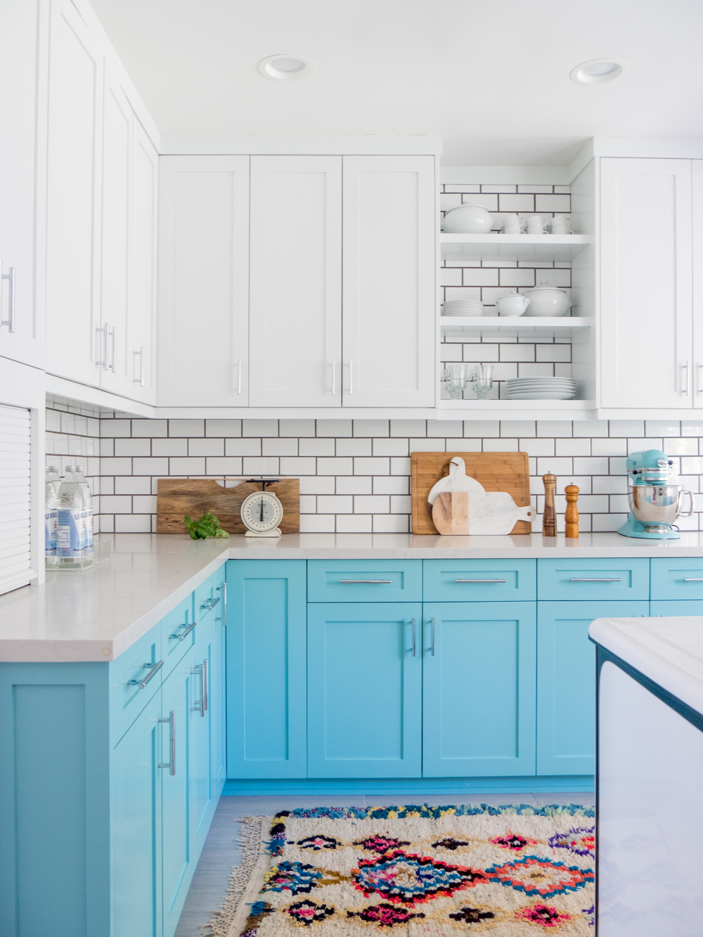 10 Beautiful Kitchen Cabinet Color Ideas That Can Enhance Your ...