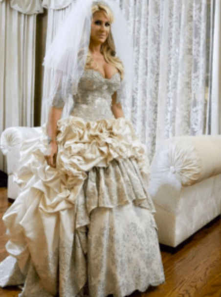 10 Craziest Wedding Dresses Worn By Celebrities Genmice